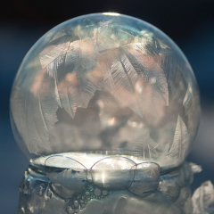 Pictorial - Freezing Bubbles - Kelly Perry