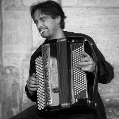08 Paris Street Musician