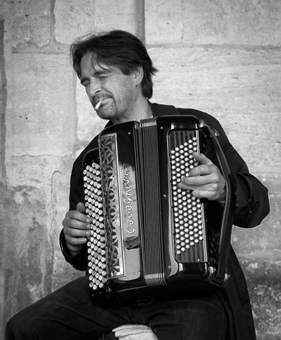Paris Street Musican - Terry Butler